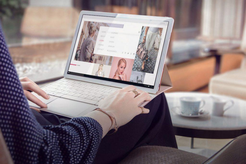 Mãos de mulher a trabalhar no computador portátil MateBook 13 da Huawei
