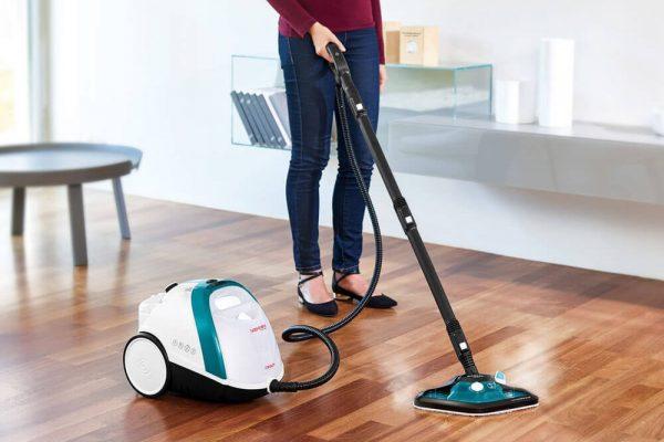 Máquina de limpeza a vapor para higienizar a casa