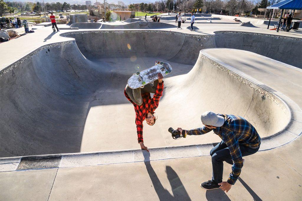 Skaters e uma máquina DLSR Nikon