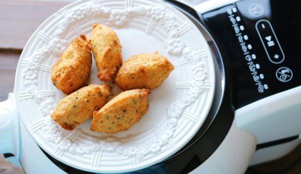 Alimentos confecionados numa fritadeira sem óleo