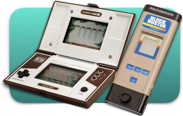 Uma Nintendo Game & Watch (e) e uma Milton-Bradley (d)Microvision